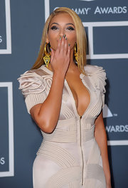 Beyonce blew a few kisses to the camera as she showed off her metallic minx manicure.