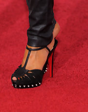 Leticia Cyrus showed off a gorgeous pair of spiked platform sandals while walking the red carpet at the Grammy's.