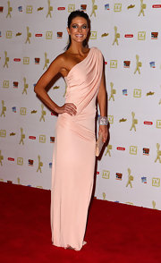 Esther Anderson looked stunning in her blush pink one-shoulder dress. The draped material was the perfect fit the slender star.