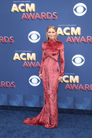 Jennifer Nettles was svelte and elegant in a patterned red velvet gown by J. Mendel at the 2018 ACM Awards.