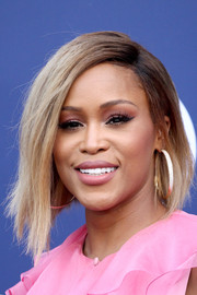 Eve looked tres cool with her asymmetrical bob at the 2018 ACM Awards.
