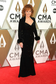 Reba McEntire was the picture of elegance in a beaded black velvet gown at the 2019 CMA Awards.