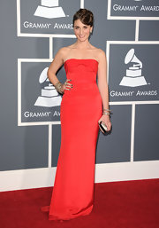 Sara looked ravishing at the Grammy Awards in a red strapless evening gown and sparkling bangles.