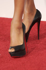 Eva la Rue's black Christian Louboutin platform peep-toes at the Grammys were as classy and they were simple.