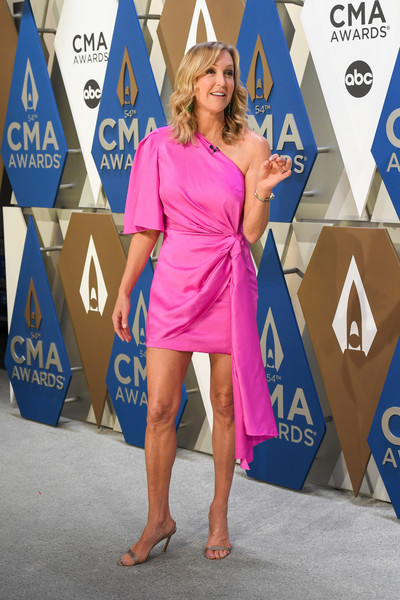 Lara Spencer turned heads in a hot-pink one-shoulder dress at the 2020 CMA Awards.
