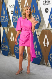 Lara Spencer paired her frock with silver slingback sandals.