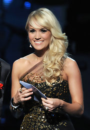 Carrie Underwood went on stage during the 54th Annual Grammy Awards wearing her hair in side-swept curls and lengthy bangs.