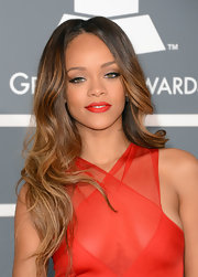 Rihanna wore her gorgeous honey-highlighted locks in loose, carefee waves for the 2013 Grammy Awards.