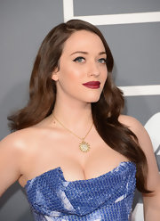 Kat Dennings looked retro-glam with subtle cat eyes and deep berry lips on the 2013 Grammy red carpet.