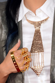 Jeannie Mai's rocker-inspired gold knuckle rings stood out on the 2013 Grammys' red carpet.