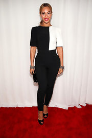 Leave it to Beyonce to rock a fitted black-and-white jumpsuit at the Grammys.