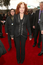 Bonnie Raitt's red carpet look was timeless and classic, especially with these simple black pants.