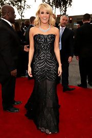 Carrie looked darkly romantic in this strapless gown with a sheer skirt on the Grammy Award red carpet.