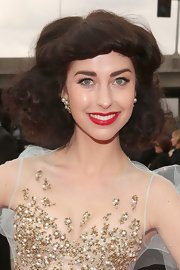 Kimbra rocked a retro-inspired hair style with big, thick curls and lots of volume.