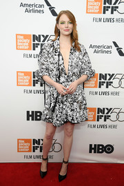 Emma Stone paired her dress with black ankle-strap pumps, also by Louis Vuitton.