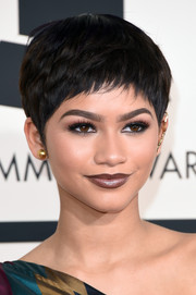 Zendaya Coleman debuted a very cute pixie at the Grammys.
