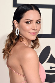 Katharine McPhee styled her hair with a severe center part and wavy ends for the Grammys.