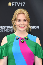 Cara Theobold looked lovely wearing this loose center-parted ponytail at the Monte Carlo TV Festival.