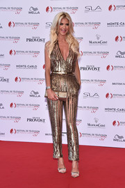 Victoria Silvstedt complemented her jumpsuit with a pair of gold and beige evening sandals.