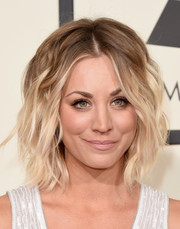 Kaley Cuoco looked cool with her messy ombre waves at the Grammys.