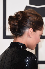 Vanessa Lachey pulled her tresses back into a twisted bun for her Grammys look.