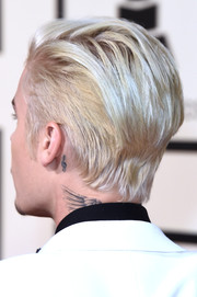 Justin Bieber has a cute treble clef tattoo behind his left ear.