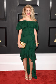 Tori Kelly paired her frilly frock with gold ankle-strap sandals by Gianvito Rossi.