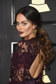 Nicole Trunfio attended the 2017 Grammys wearing her hair in a loose, curly ponytail.