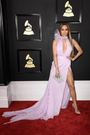 Jennifer Lopez hit the 2017 Grammys rocking a cleavage-and-leg-flaunting lilac gown by Ralph & Russo Couture.