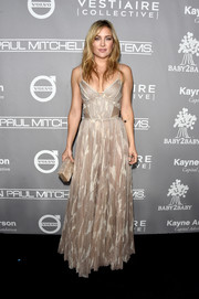 Kate Hudson complemented her dress with a marbled taupe box clutch by Edie Parker.
