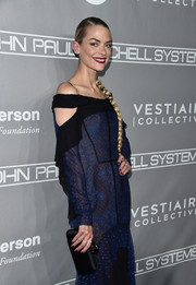 Jaime King attended the Baby2Baby Gala carrying a classic black satin clutch.