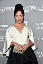 Selma Blair paired a beaded gold clutch with a black-and-white gown for the Baby2Baby Gala.