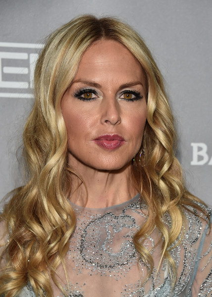 Rachel Zoe framed her face with corkscrew curls for the Baby2Baby Gala.