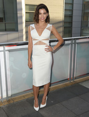 Jenna Dewan-Tatum complemented her LWD with simple white pumps.