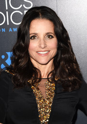 Julia Louis-Dreyfus stuck to her usual shoulder-length curls when she attended the Critics' Choice Television Awards.