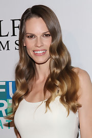 Hilary Swank arrived at the Joyful Revolution Gala wearing her long locks in soft shiny waves.