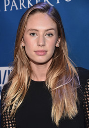 Dylan Penn styled her blonde locks with a layered cut at the Help Haiti Home Gala.