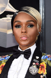 Janelle Monae swiped on some jewel-tone shadow under her eyes for a unique and enchanting beauty look.