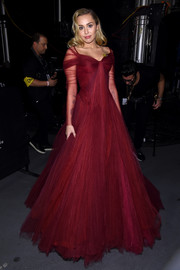 Miley Cyrus made an ultra-glam statement in a raspberry princess gown by Zac Posen at the 2018 Grammys.