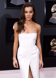 Hailee Steinfeld glitzed up her simple dress with a diamond bracelet for the 2018 Grammys.