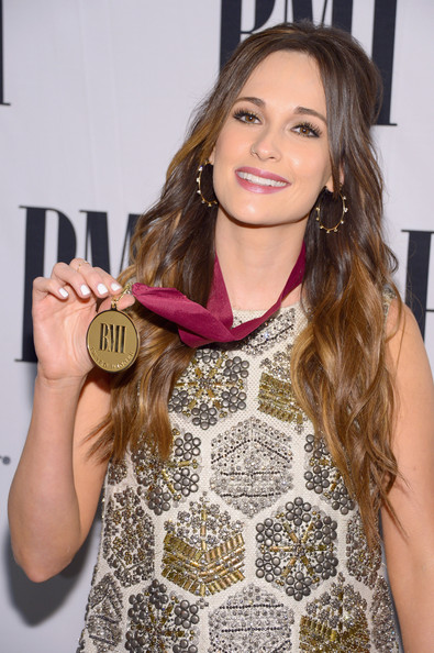 More Pics of Kacey Musgraves Metallic Clutch (3 of 6) - Kacey Musgraves Lookbook - StyleBistro [hair,hairstyle,blond,long hair,beauty,fashion,yellow,brown hair,layered hair,lip,arrivals,kacey musgraves,awards,bmi country awards,nashville,tennessee,bmi country]