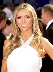 Giuliana was extra blonde at the Emmy Awards with soft ringlets in her hair.