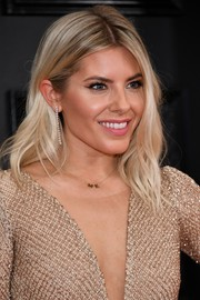 Mollie King wore a stylish shoulder-length wavy 'do at the 2020 Grammys.