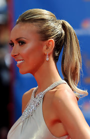 Giuliana accessorized at the Emmy Awards with delicate teardrop diamond earrings.