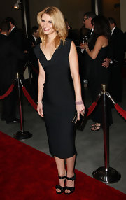 Claire Danes kept her DGA look sleek with a black gold-trimmed clutch.