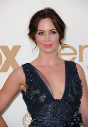 Emily Blunt arrived at the 63rd Emmys with a lovely updo and pretty face-framing tendrils. Her hair was parted down the center, a few curls along her hairline were sectioned out and the rest was pulled back and twisted into a low bun.