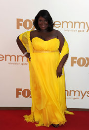 Funny gal Retta looked stunning in a strapless canary yellow chiffon evening gown complete with a matching shawl.