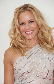Maria Bello's long waves had a casual, beachy vibe at the 63rd Emmys. One-inch sections of her hair were curled with a medium-barreled curling iron and then misted with a workable hold hairspray. Her tresses were then tousled to create a little volume and lots of movement.