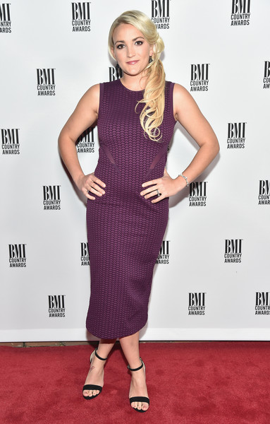 Jamie Lynn Spears completed her minimalist ensemble with black ankle-strap sandals.