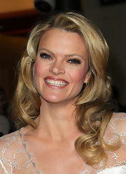 Missi Pyle wore her long blond tresses in big bouncy curls at the 64th Annual Directors' Guild of America Awards.